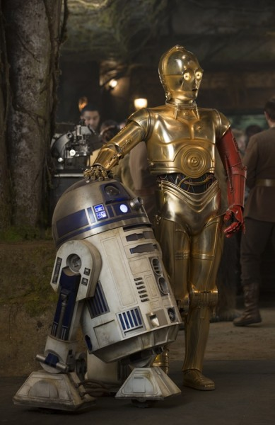 Star Wars: The Force Awakens R2-D2 and C-3PO (Anthony Daniels) Ph: David James ©Lucasfilm 2015